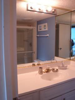 Top floor private bath, 5' shower!