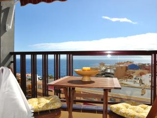 Bright apartment with an ocean view, Puerto de Santiago