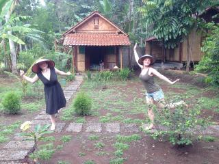 our guests from FrenchCamille&Marie pose for us in front of Pondok