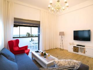 Luxury 2BR Apt on the Beach, Tel Aviv
