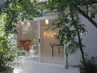 Wowhaus - Tranquil courtyard apartment