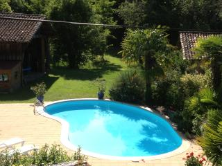 1H BORDEAUX,HOLIDAY COTTAGE 6 PERS, PISCINE,PARC, Captieux
