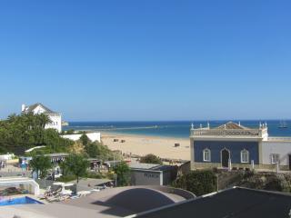 Miramar 12 - 2 Bedroom Seaview 50m from Beach, Praia da Rocha