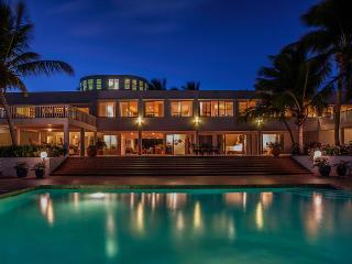 Villa Paradise, Sleeps 12