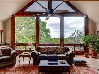 BUY 2 NIGHTS, GET 1 FREE! Secluded Glen Rose Home - Mins From Fossil Rim!