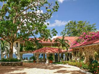 Golden Clouds, Sleeps 14, Oracabessa