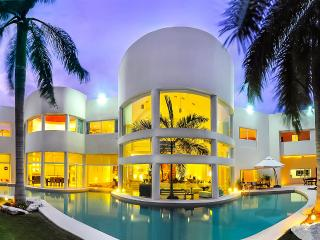 Aqua Villa, Sleeps 10, Playa del Carmen
