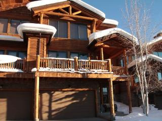 Luxury 4 BR/4BA Plus Loft with Private Hot Tub, Steamboat Springs