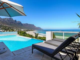 Beach Villa No.1, Sleeps 12, Camps Bay