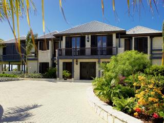 Seacliff - Ideal for Couples and Families, Beautiful Pool and Beach