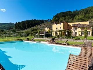 Casa Del Fattore, Sleeps 15, Capannori