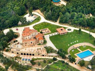Villa Ferraia, Sleeps 28, Siena