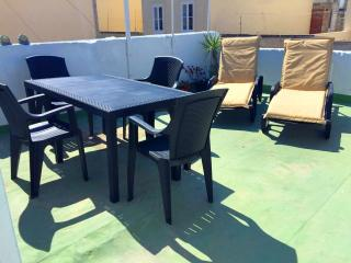 Townhouse with sunny roof terrace, Sliema
