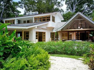 Thespina - Church Point 3 - Ideal for Couples and Families, Beautiful Pool and Beach, Saint James Parish