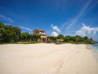 Casa de la Playa, Sleeps 12, Isla Mujeres