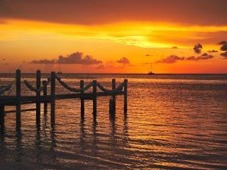 Waterfront Paradise with Private Beach, Islamorada