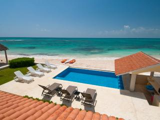 Villa Carolina, Sleeps 10, Playa Paraiso