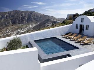 Villa Fabrica, Sleeps 16, Pyrgos