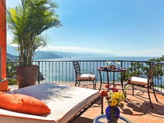 5 br Gorgeous house in Conchas Chinas! stunning views to the bay!