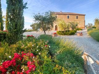 Villa Montepulciano, Sleeps 15