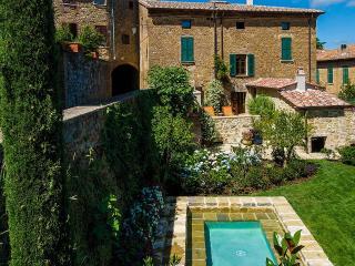 1213 La Residenza, Sleeps 8