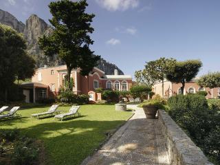 Villa Le Camelia, Sleeps 18, Capri