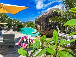 Symbio, Sleeps 2, Little Trunk Bay