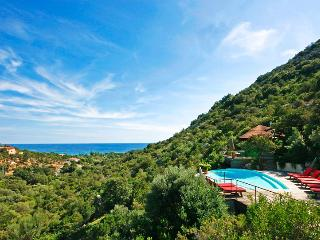 Villa Dominique, Sleeps 10, Porto-Vecchio