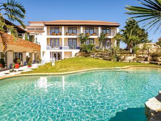 Villa Monte D'Oiro, Sleeps 20, Lagos