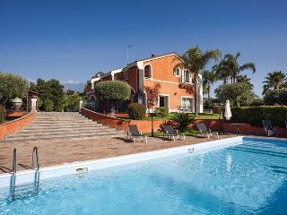 Villa Eden, Sleeps 11, Acireale