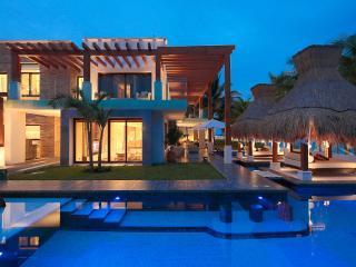 Azul Villa Esmeralda, Sleeps 12, Puerto Morelos