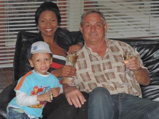 ANA, JEAN-LUC & JEAN-SEBASTIAN le esperan en CASA LOS CERROS.