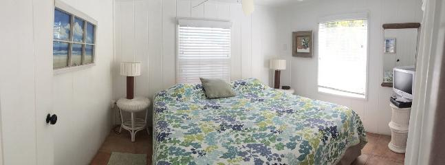 Yellow Palm Cottage Master Bedroom - King