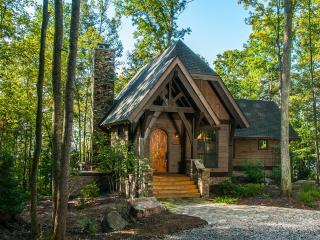 Rustic Elegance on the Rim of the New River Gorge --  Walk to AOTG