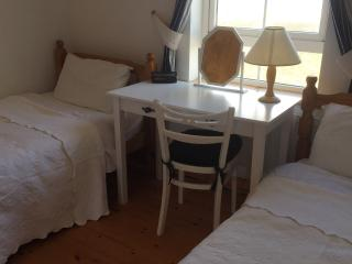 Twin bedroom. Sea view