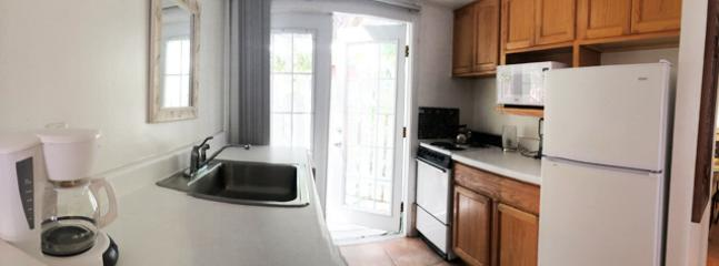 Yellow Palm Cottage - Kitchen