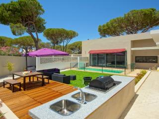 Spacious Modern Holiday Villa close to Vilamoura, Algarve