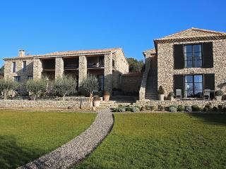 Mas de Gordes, Sleeps 12