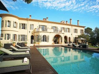 Chateau d'Azur, Sleeps 30, Frejus