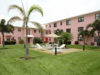 Perfect Location Beach Condo Getaway, St. Pete Beach