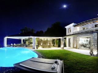 Villa Edoardo, Sleeps 6, Viros
