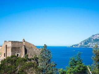 The Tower, Sleeps 12, Maiori