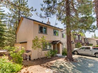 Well-decorated home w/ shared pools & hot tubs, just one block to the lake!, Tahoe City