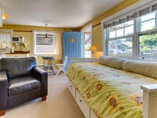 Peaceful, pet-friendly cottage close to beach & town!, Cannon Beach