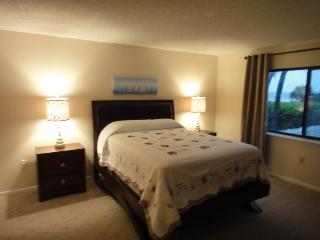 7520 Ridgewood Ave #202 :: Cape Canaveral Vacation Rental