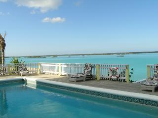 Beautiful Waters edge Caribbean Villa, Providenciales