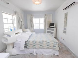 Deluxe Studio in the Heart of South Beach, Miami Beach
