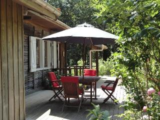 Idyllic house on the lake w garden, Saint-Alban-les-Eaux