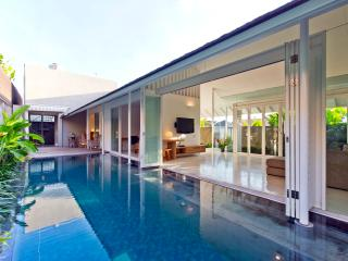 Villa White, 3 bedrooms in Seminyak