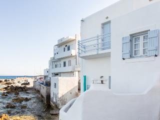 House with veranda in the Aegean sea, Piso Livadi